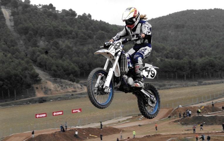 Gabriela Seisdedos Motocross femenino adolescente.