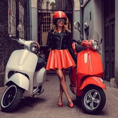 Los mejores cascos de moto para mujer vespa