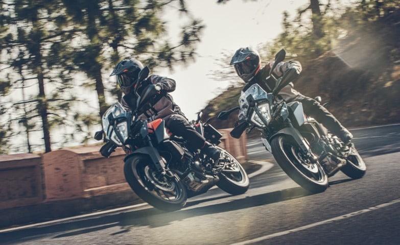 Doble vision de la KTM 390 Adventure.