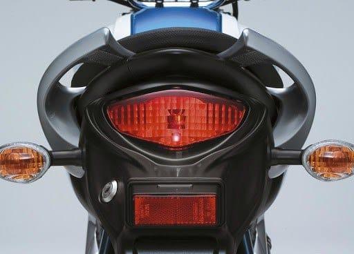 moto con catadióptrico