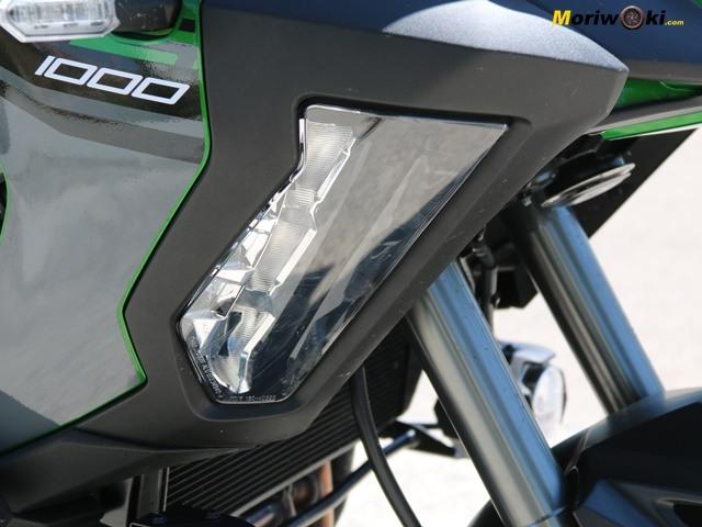 La Versys 1000SE y su iluminación lateral.