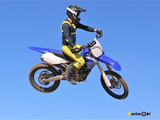 La Yamaha YZ 450 F en el aire