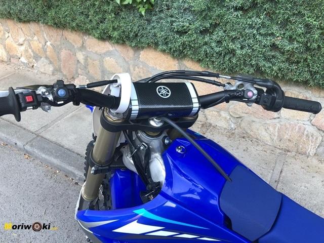 Prueba Yamaha YZF450 manillar.