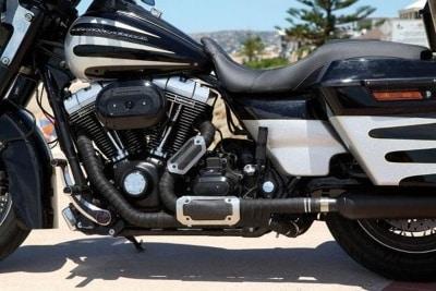 cinta anticalorica negra en moto