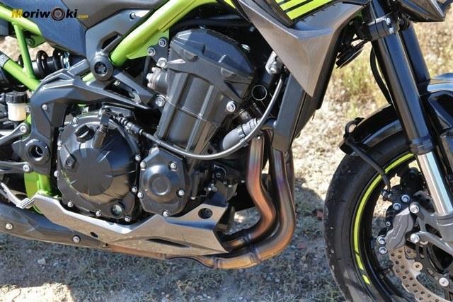 Los 4 cilindros de la Kawasaki Z900 2020