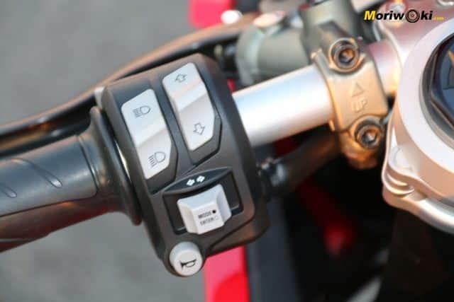 Ducati Panigale V2 piña izquierda