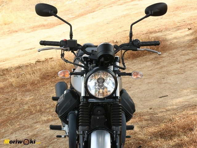 Frontal de la Guzzi V7 Rough