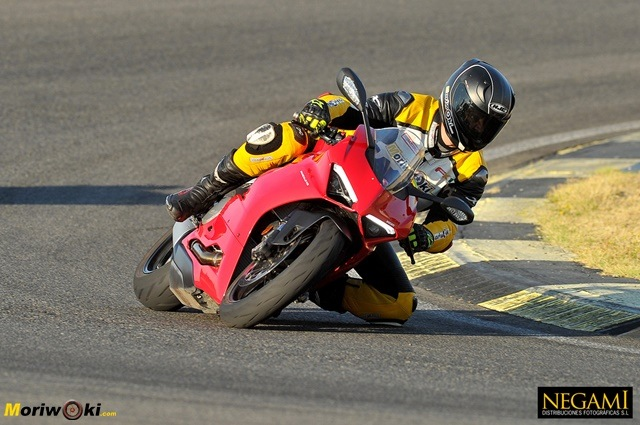 La Ducati Panigale V2 en el angulo de Bugati