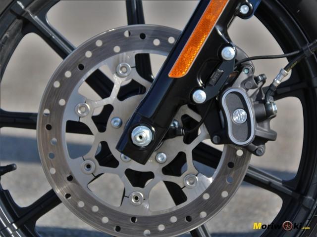 Harley Davidson Iron 1200 disco delantero