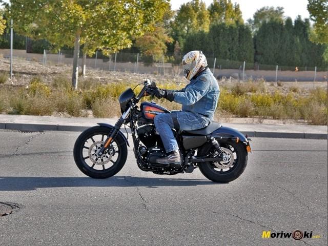 La postura de la Harley Davidson Iron 1200
