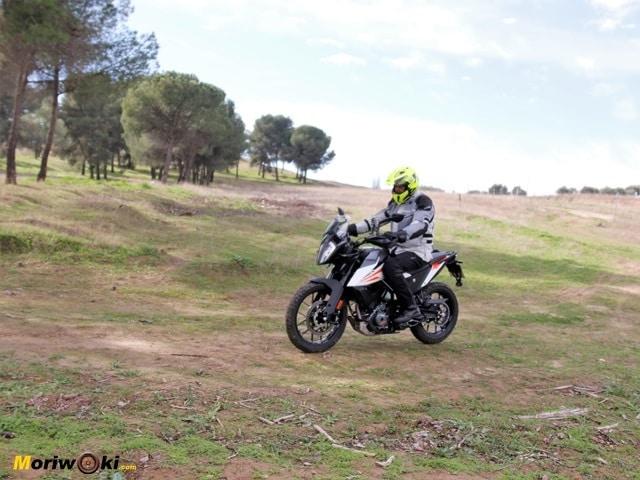 La postura sobre la KTM 390 Adventure