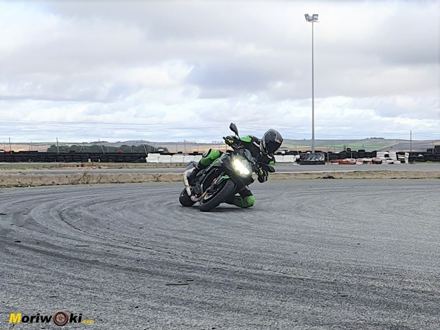 Kawasaki Z H2. Curva rápida