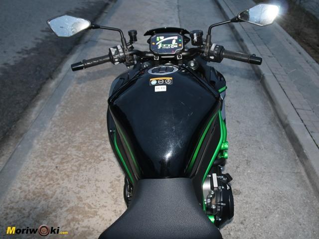 Prueba Kawasaki Z-H2. Posicion