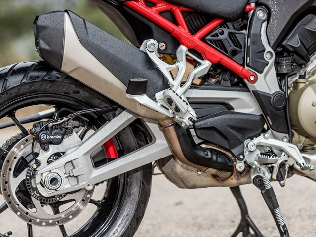 Prueba Ducati Multistrada V4. Basculante.